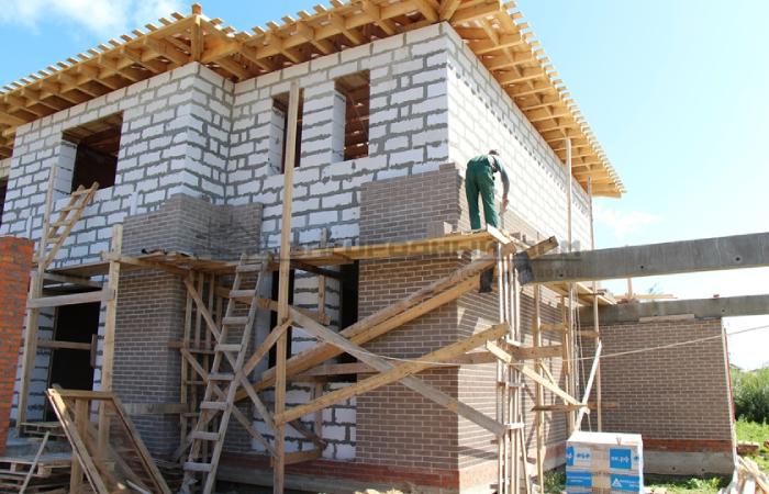 Внешняя отделка загородных домов и коттеджей из газобетона